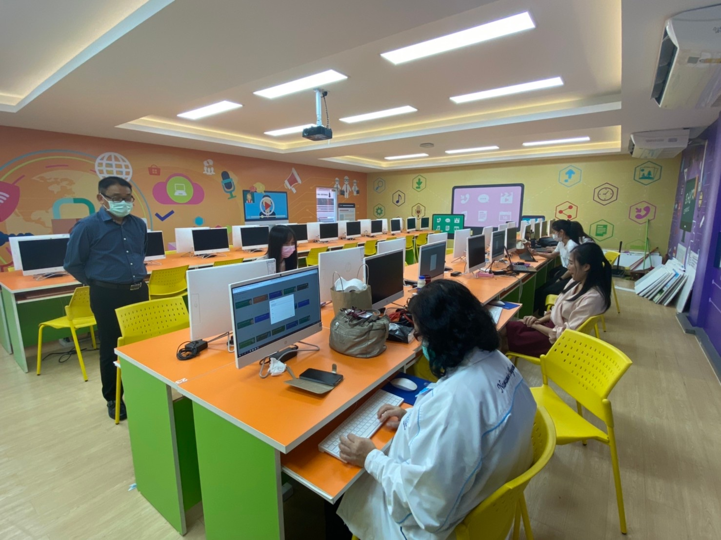 อบรมการสร้างสื่อการเรียนการสอนในรูปแบบออนไลน์